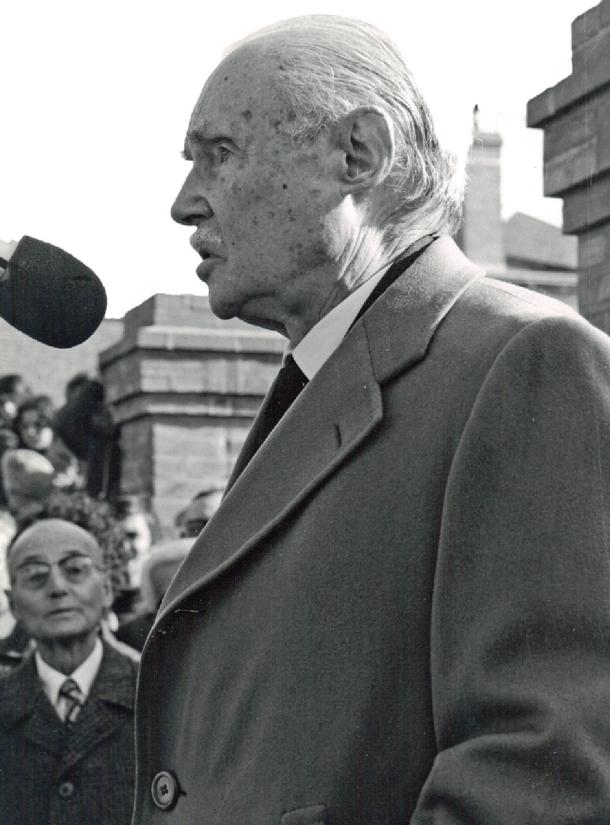 Maurice Genevoix, lors d'un discours en Sologne. © Roger Soulas